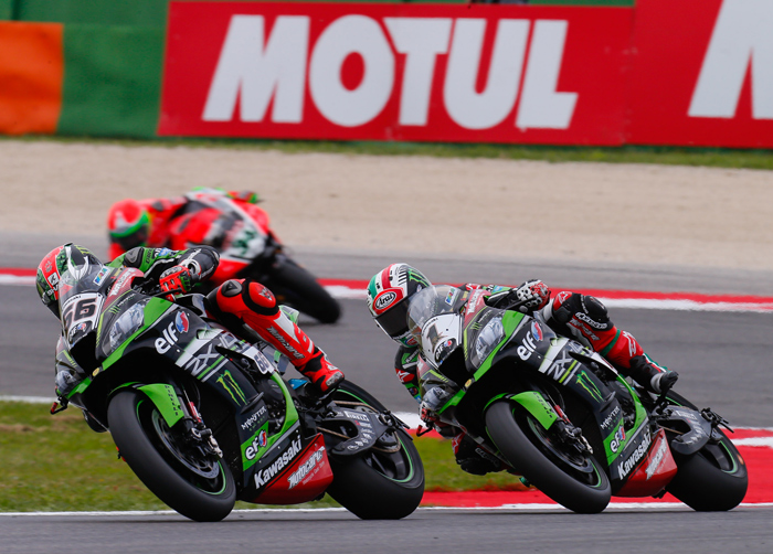 Jonyhan Re, Tom Sykes race action Misano World Superbike 2016