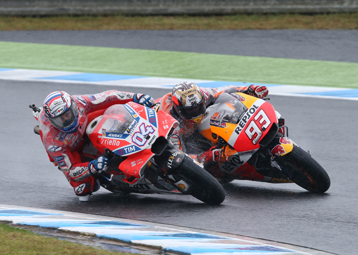 Dovizioso Marquez Motegi MotoGO 2017 race action photo duel