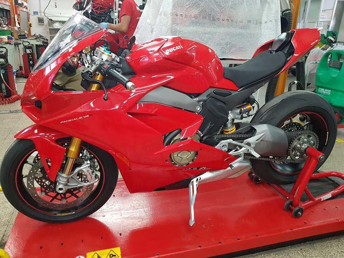 Ducati V4 Superbike spy photos
